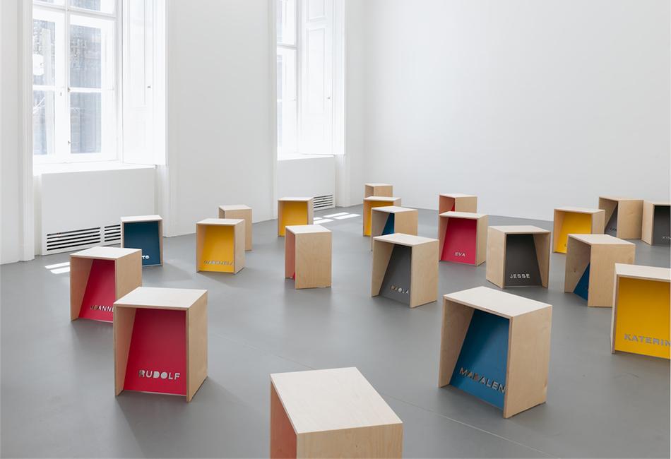 Hocker für das Dom Museum Wien 2016 Leo Zogmayer (* 1949 Krems, Niederösterreich) OM Contemporary Leni Deinhardstein, Lisa Rastl, Dom Museum Wien