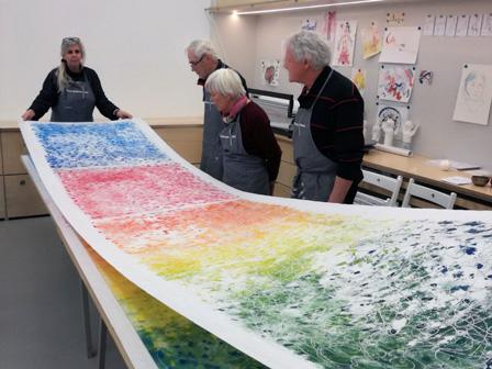 """Teilnehmer_inen der Workshopreihe """"Dem Zentrum so Nah"""", im Dom Atelier."""