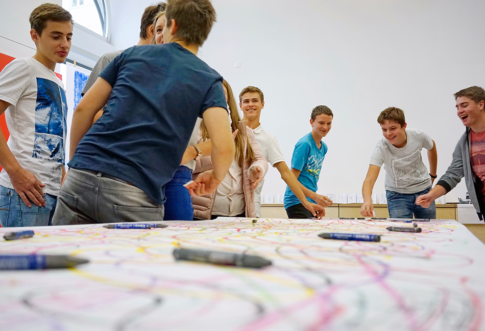 Schulklasse im Dom Atelier. Foto: Raimund Pleschberger