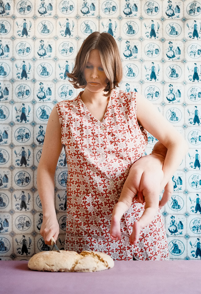 Judith Samen, o.T. (Brotschneiden) (Detail), 1997. © Judith Samen, Bildrecht Wien, 2019. Foto: Achim Kukulies