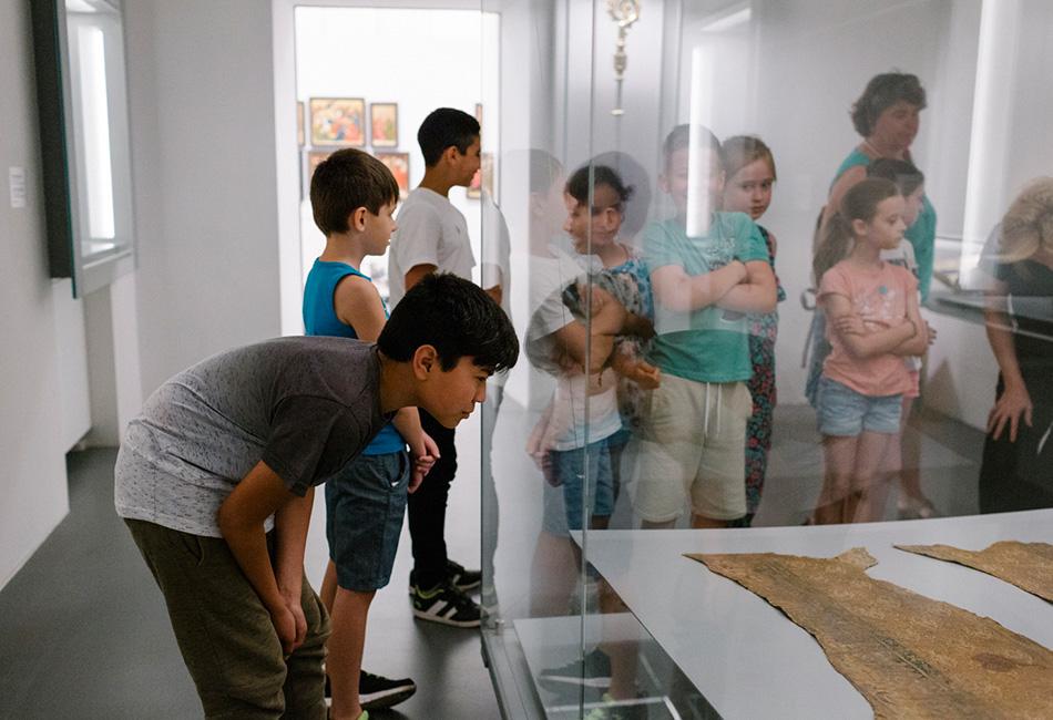 Schüler_innen im Dom Museum Wien. Foto: Nicole Viktorik
